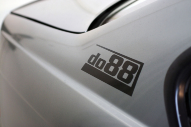 do88 black sticker 180x67mm