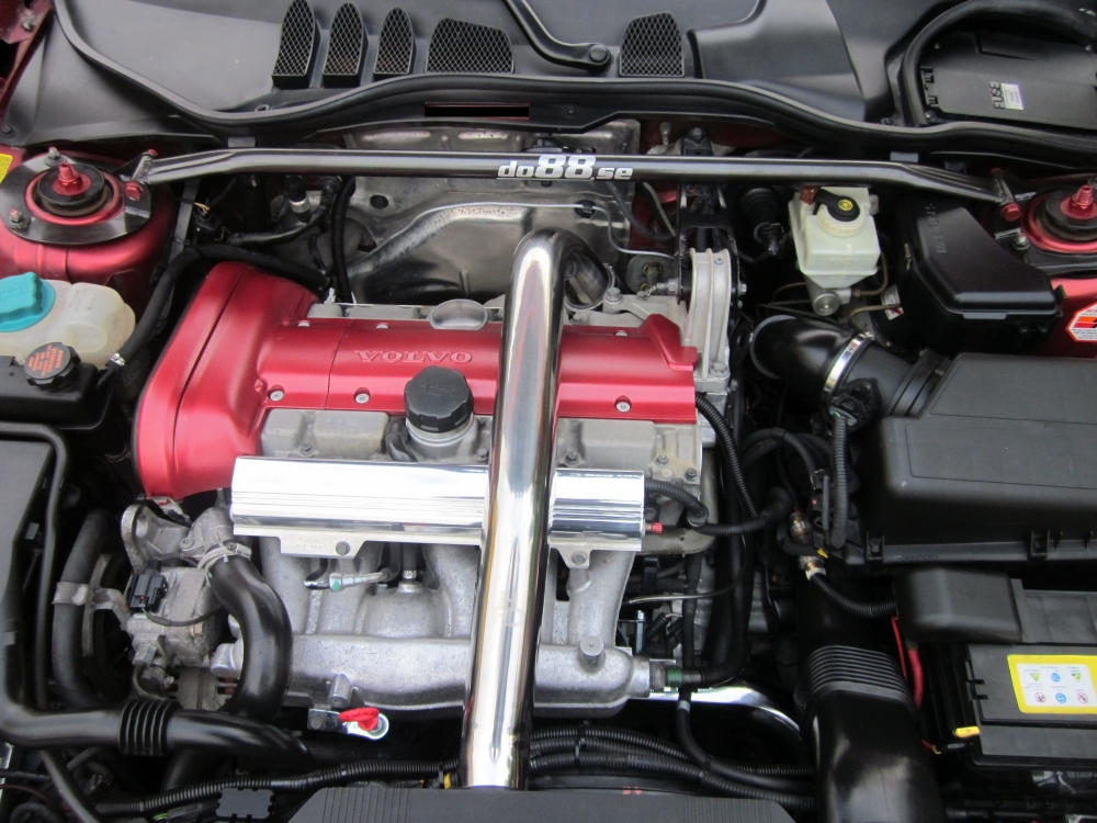 Big V B on Volvo V70 Engine